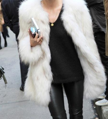 la-modella-mafia-Model-Street-Style-Off-Duty-chic-in-fur-and-leather-leggings